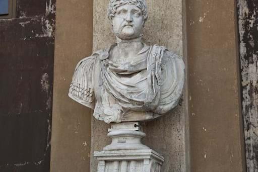 Vatican balcony statue
