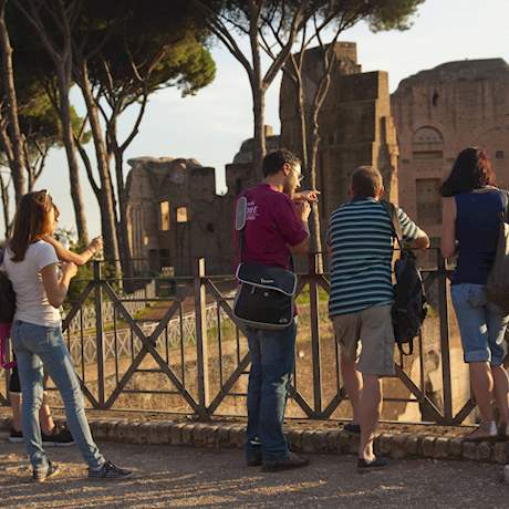 Guide with group in front of the Palatine Hill