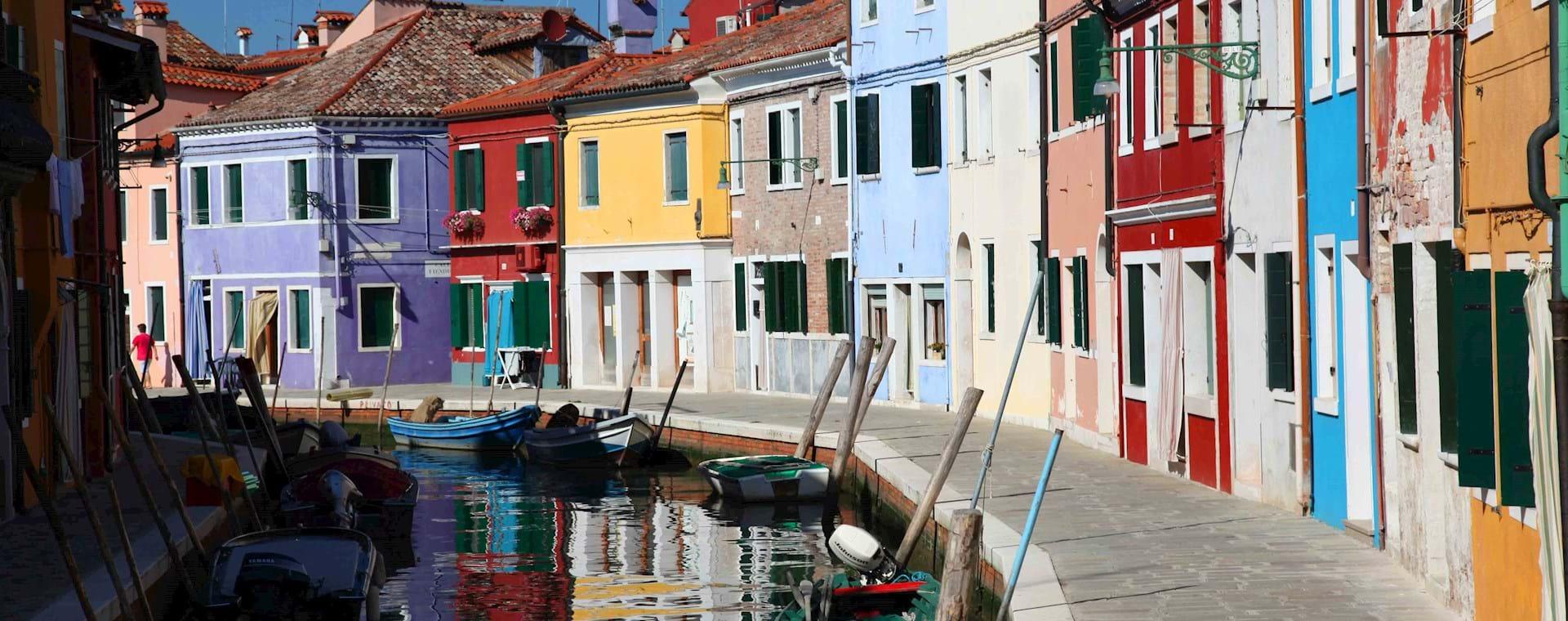 Venetian Islands Tour: Murano Glassblowing & Burano Lacemaking