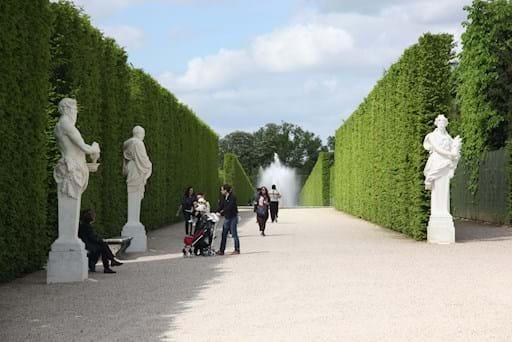 Versailles Palace Garden Group