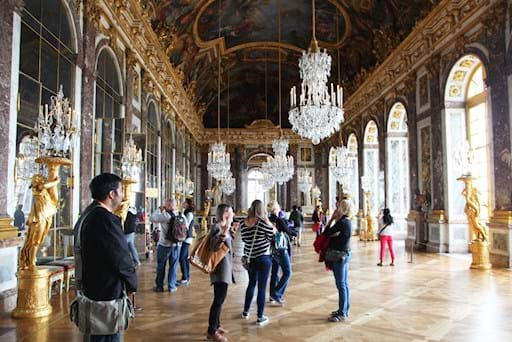 Tourists in Mirrors Hall