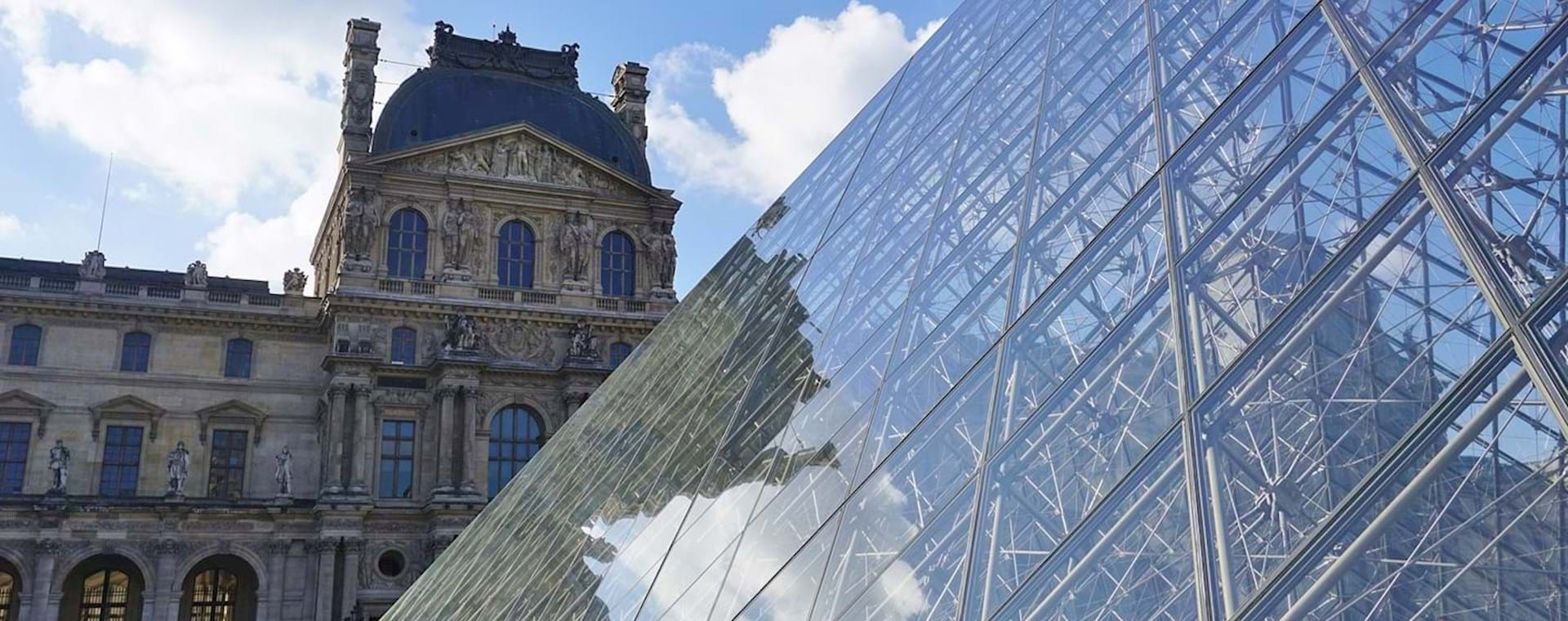 Semi-Private Complete Louvre Masterpieces with Mona Lisa & Royal Palace Tour