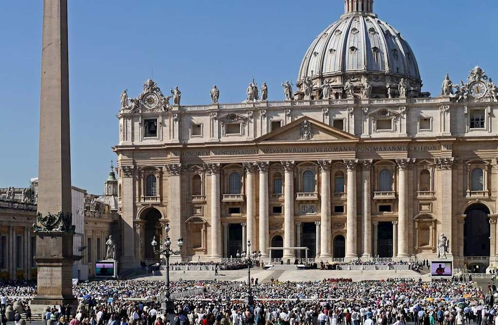 Papal Audience's Crowd