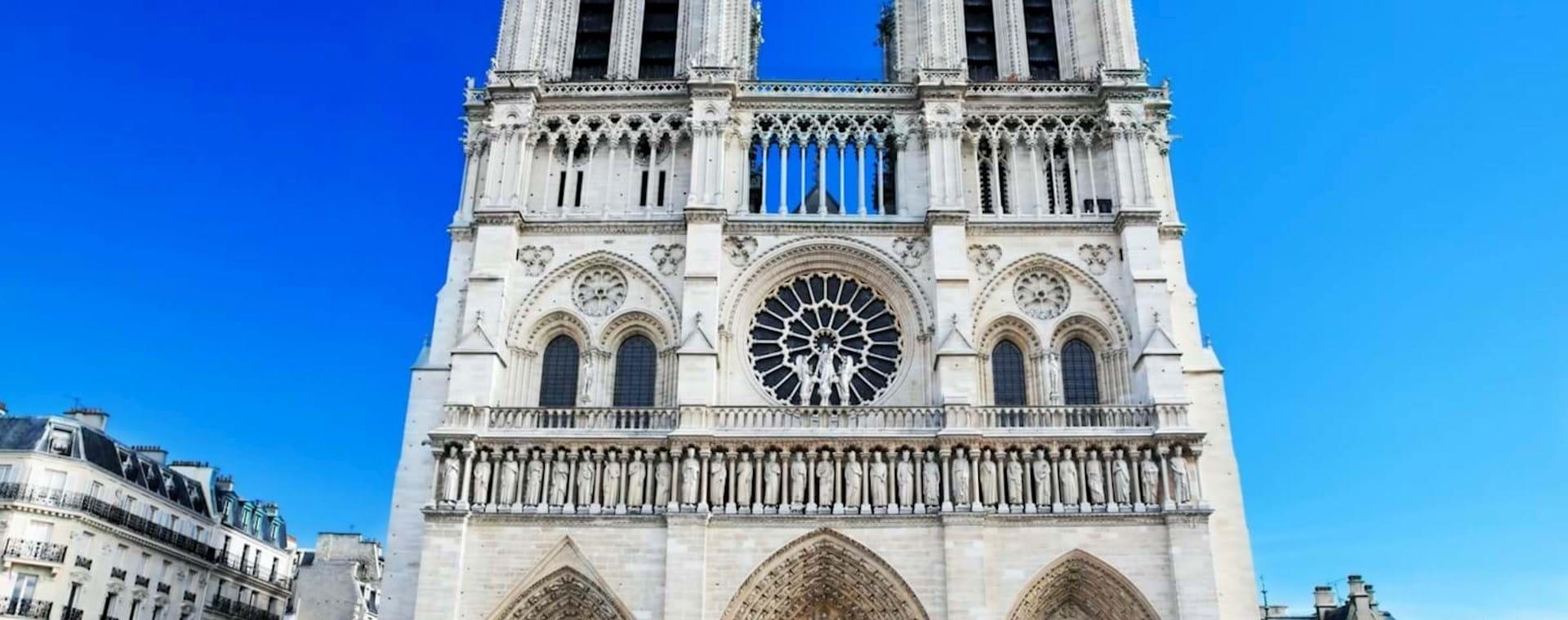 Notre Dame Tour with Towers & Île de la Cité