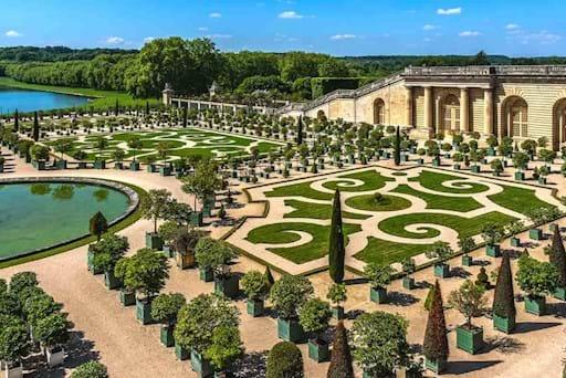 Versailles Garden and Lake