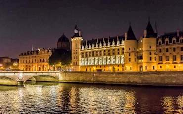 paris night view from seine