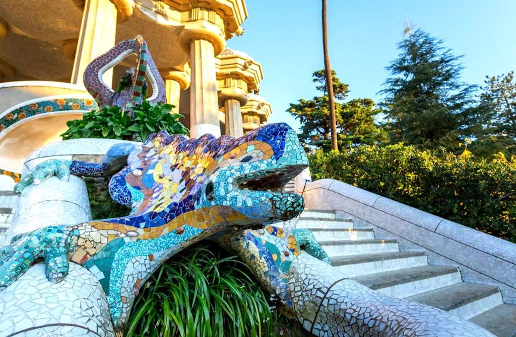 The famous and colorful mosaic lizard in Parc Guell