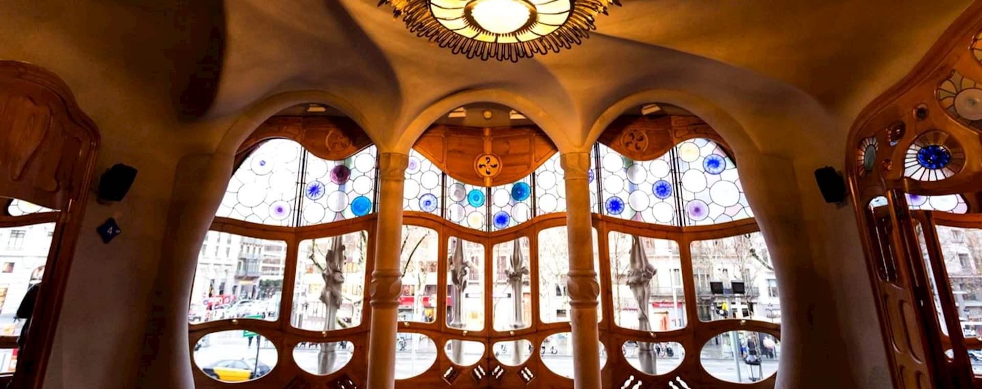Complete Gaudí Tour with Sagrada Família and Flamenco Show