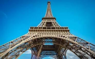 París, vista detallada de la torre eiffel de champs de mars