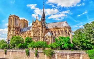 Vista Lateral de la Catedral de Notre Dame en Paris