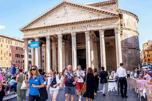 Walking tour outside the Pantheon