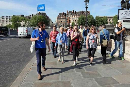 Guided tour crossing Pont Neuf near Notre Dame