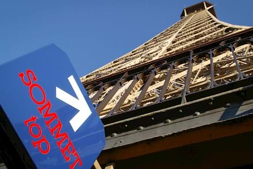 Sign indicating the way to the top of the Eiffel Tower