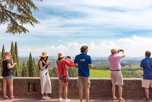 Guided tour around tuscany