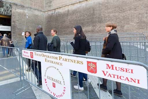 people entering the vatican museums