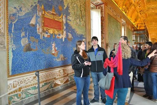 Guided tour inside the Vatican Museums