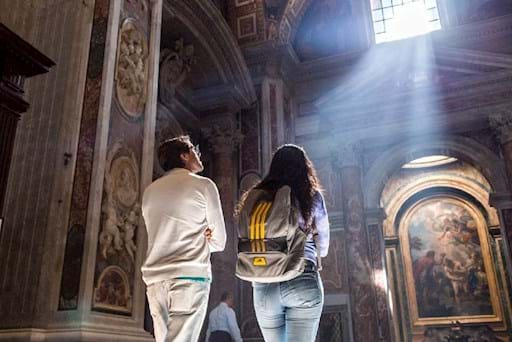 Couple admiring St Peter Basilica