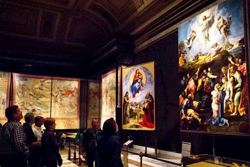 Guided tour of the Vatican museums at night