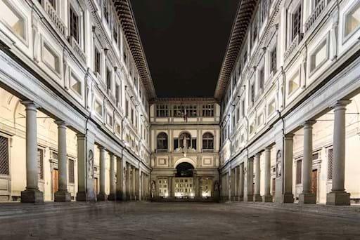 View of Piazzale degli Uffizi