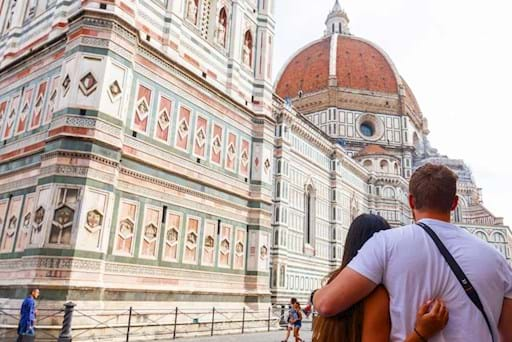 Couple admiring the Florence's Dome