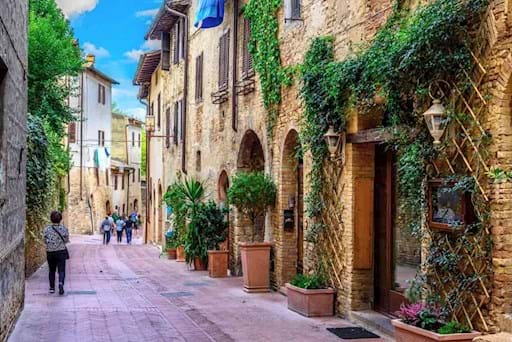 beautiful picture of an old street in San Gimignano