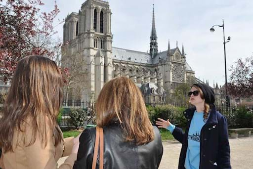 tour guide outside Notre Dame
