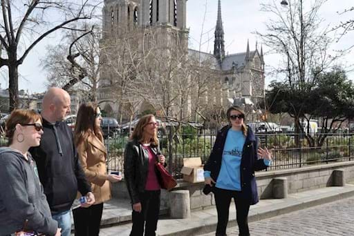 guided tour outside Notre Dame