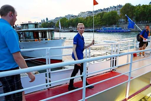 tour guide leaving the cruise boat