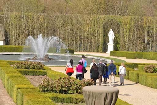 guided tour of the gardens in versailles