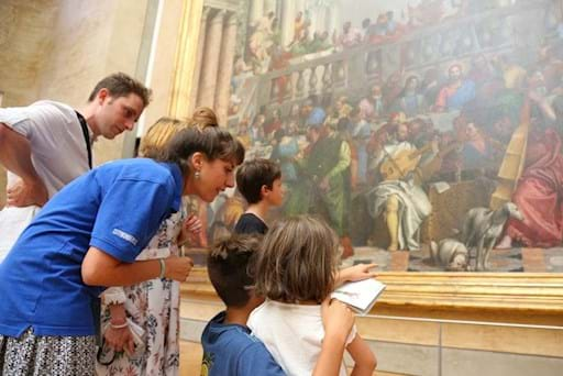 guided tour for families at the Louvre