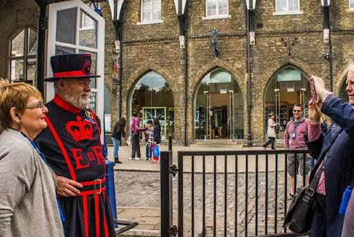 tourists taking a picture with the Beefeater