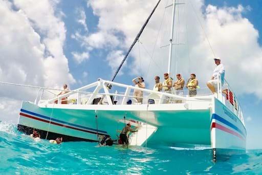 Snorkeling tour Boat